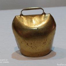Antigüedades: BONITO CENCERRO DE LATÓN CON BADAJO. Lote 252349705