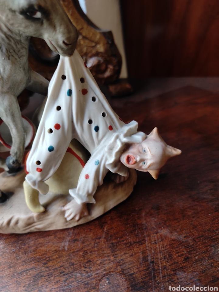 Antigüedades: Antiguo Palillero de Porcelana - Humor - Burro Mordiendo a Payaso - Arlequín - - Foto 3 - 252355970