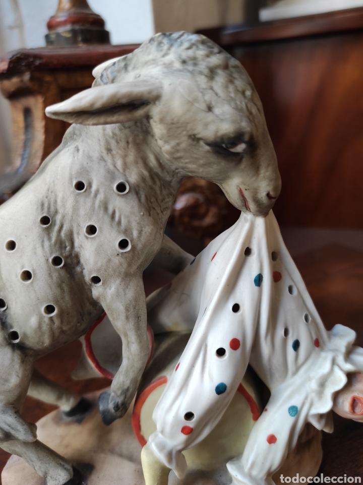 Antigüedades: Antiguo Palillero de Porcelana - Humor - Burro Mordiendo a Payaso - Arlequín - - Foto 4 - 252355970