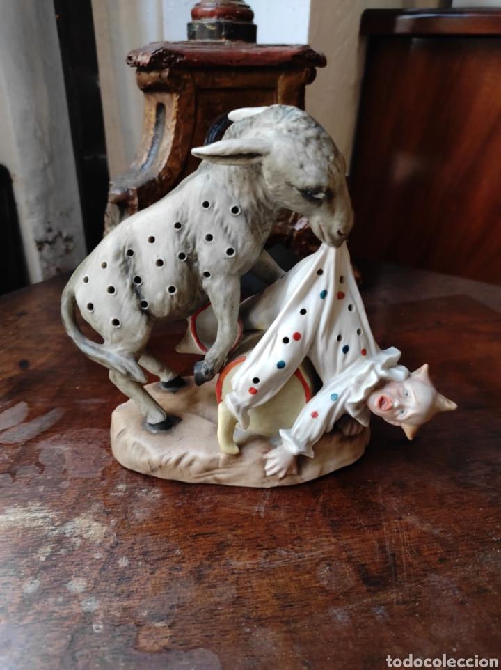 Antigüedades: Antiguo Palillero de Porcelana - Humor - Burro Mordiendo a Payaso - Arlequín - - Foto 11 - 252355970