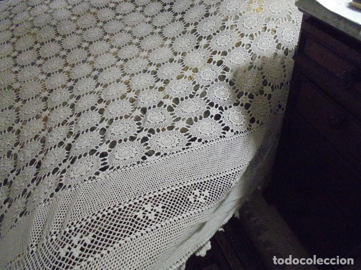 Antigüedades: BONITA COLCHA DE GANCHILLO MIDE 2,93 X 176 .-TIENE ALGUN DEFECTO VER FOTOS - Foto 16 - 252374440