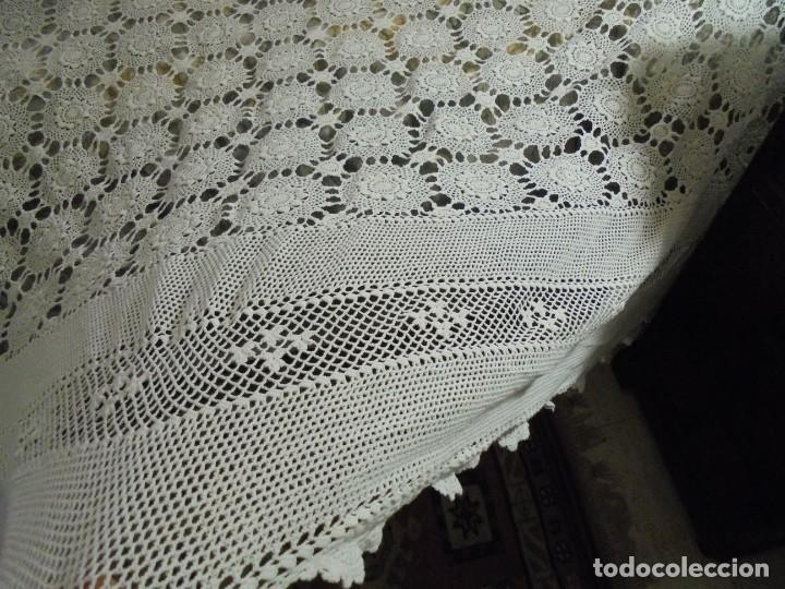 Antigüedades: BONITA COLCHA DE GANCHILLO MIDE 2,93 X 176 .-TIENE ALGUN DEFECTO VER FOTOS - Foto 17 - 252374440