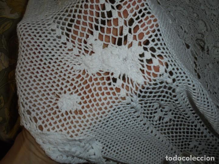 Antigüedades: BONITA COLCHA DE GANCHILLO MIDE 2,93 X 176 .-TIENE ALGUN DEFECTO VER FOTOS - Foto 20 - 252374440