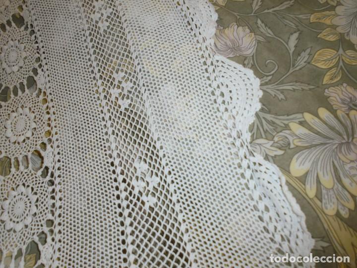 Antigüedades: BONITA COLCHA DE GANCHILLO MIDE 2,93 X 176 .-TIENE ALGUN DEFECTO VER FOTOS - Foto 23 - 252374440