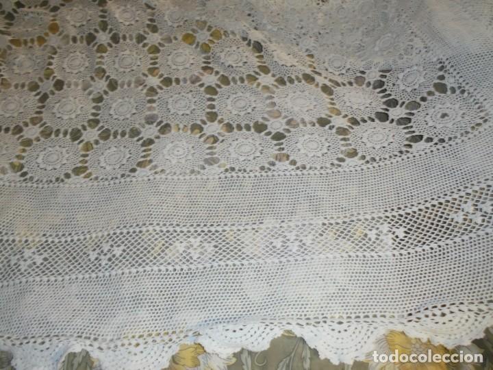 Antigüedades: BONITA COLCHA DE GANCHILLO MIDE 2,93 X 176 .-TIENE ALGUN DEFECTO VER FOTOS - Foto 27 - 252374440