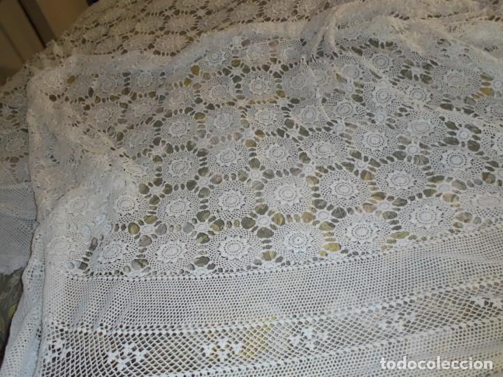 Antigüedades: BONITA COLCHA DE GANCHILLO MIDE 2,93 X 176 .-TIENE ALGUN DEFECTO VER FOTOS - Foto 29 - 252374440