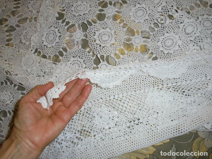 Antigüedades: BONITA COLCHA DE GANCHILLO MIDE 2,93 X 176 .-TIENE ALGUN DEFECTO VER FOTOS - Foto 34 - 252374440