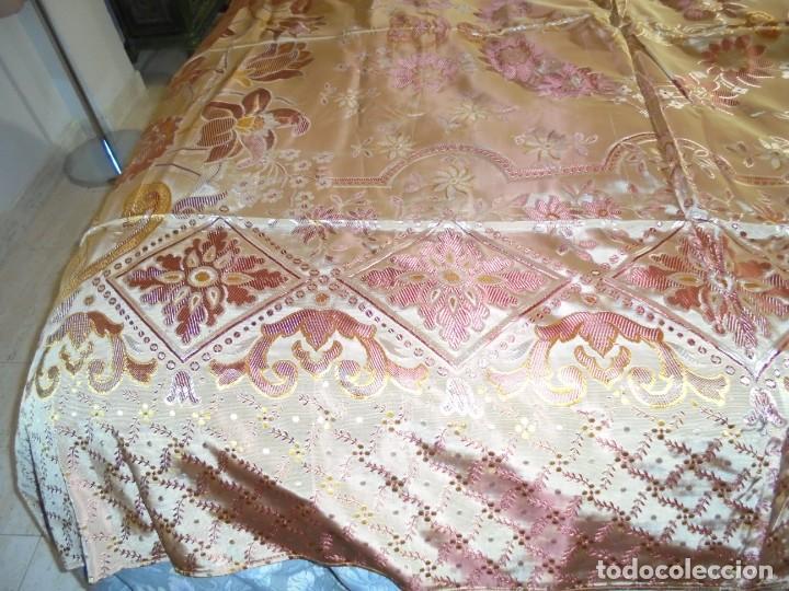 Antigüedades: ANTIGUA COLCHA BORCADA MIDE 1,71 X 2,60 COMO NUEVA - Foto 2 - 252385770