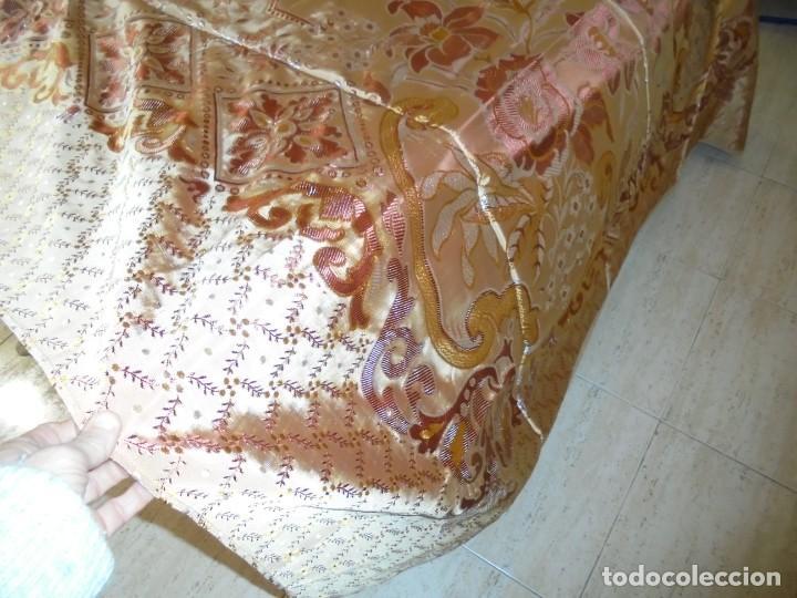 Antigüedades: ANTIGUA COLCHA BORCADA MIDE 1,71 X 2,60 COMO NUEVA - Foto 4 - 252385770
