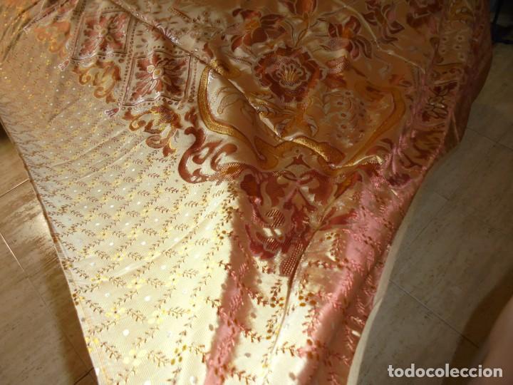 Antigüedades: ANTIGUA COLCHA BORCADA MIDE 1,71 X 2,60 COMO NUEVA - Foto 5 - 252385770