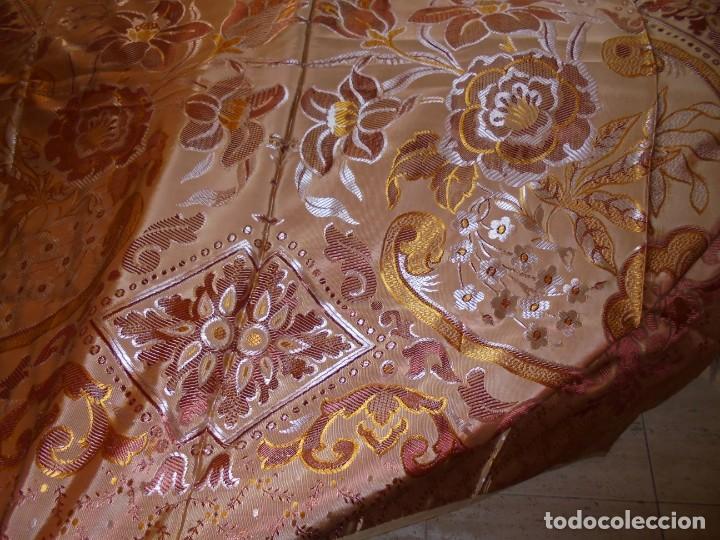 Antigüedades: ANTIGUA COLCHA BORCADA MIDE 1,71 X 2,60 COMO NUEVA - Foto 13 - 252385770