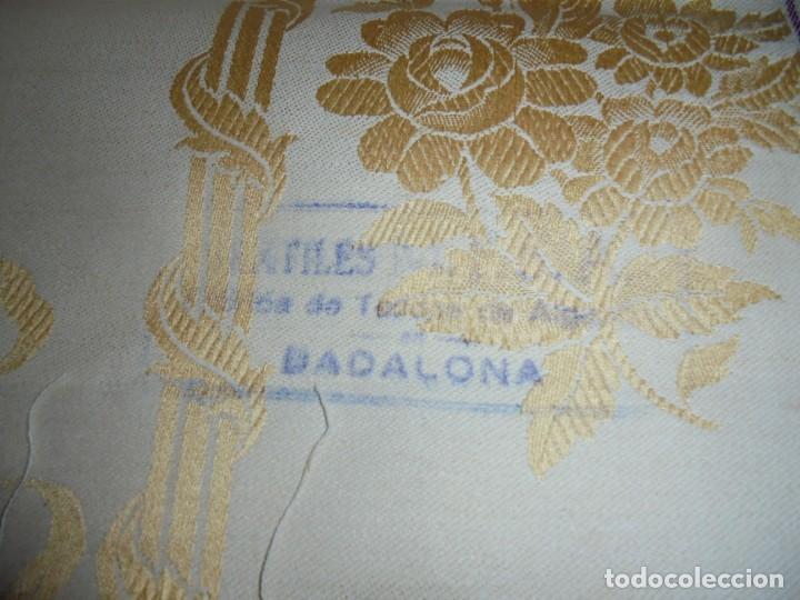 Antigüedades: GRAN RETAL ALGODON ADAMASCADO AMARILLO ORO INDUMENTARIA, TAPICERIAS 4,47 M DE LARGO X 1,63 ANCHO - Foto 3 - 252387060