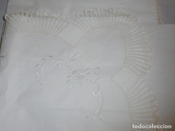 Antigüedades: JUEGO DE SABANA DE ALGODON BORDADA CON INICIALES.MIDE 2,37 X 1,56 - Foto 20 - 252388560