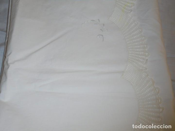 Antigüedades: JUEGO DE SABANA DE ALGODON BORDADA CON INICIALES.MIDE 2,37 X 1,56 - Foto 21 - 252388560