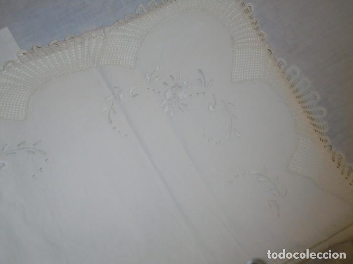 Antigüedades: JUEGO DE SABANA DE ALGODON BORDADA CON INICIALES.MIDE 2,37 X 1,56 - Foto 23 - 252388560