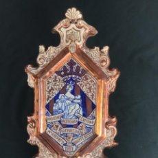 Antiquités: MAGNIFICA (49 X 25CM) PLACA DE REFLEJO METÁLICA -ASOCIACIÓN VALENCIANA CARIDAD-. Lote 252391510