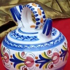 Antigüedades: BOTIJO EN CERAMICA PINTADA Y VIDRIADA DE TALAVERA DE LA REINA ( TOLEDO ). Lote 252396000
