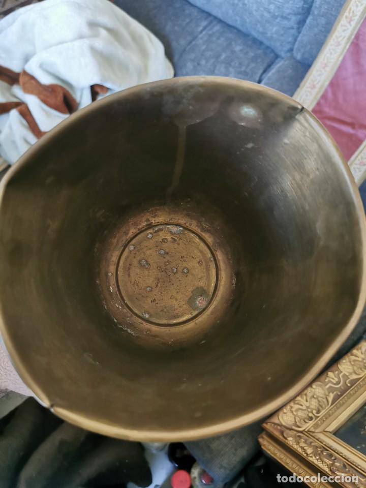 Antigüedades: Preciosa copa de latón conmemorativa. II coloquio VICON Andalucía. Con moneda de Carlos IV. Años 80 - Foto 4 - 231054010