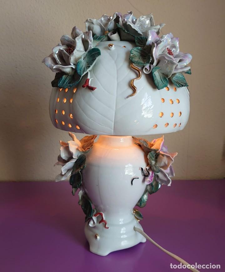 Antigüedades: LAMPARA DE MESA CERAMICA ESTILO CAPODIMONTE - Foto 2 - 252496445