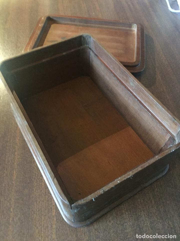 Antigüedades: Antigua caja de madera, con tapa buen trabajo de marquetería - Cantos redondeados - Ppios. siglo XX - Foto 2 - 252501055