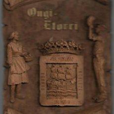Antigüedades: ANTIGUO AZULEJO DE BIENVENIDA DEL PAIS VASCO 18,5 X 15,5 CM EN BARRO. Lote 252516550