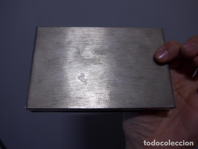 Antigüedades: Antigua caja trabajada de plata o metal plateado con escudo militar a identificar. - Foto 9 - 252546100