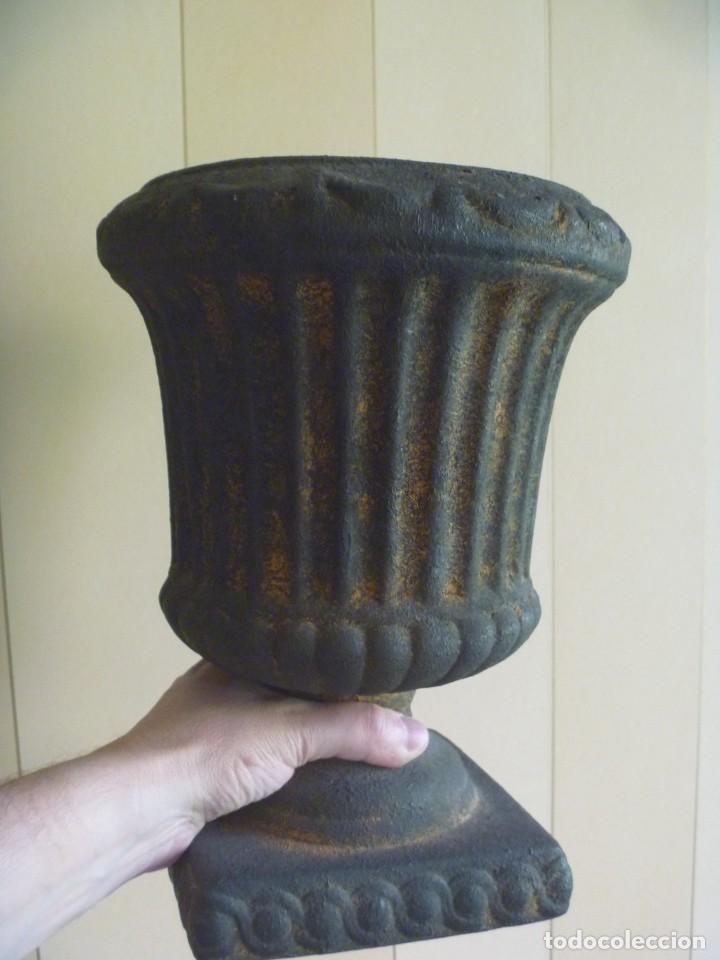 Antigüedades: ANTIGUO MACETERO URNA HIERRO ESTILO COPA MEDICI PRECIOSA PATINA IDEAL DECORACIÓN - Foto 3 - 252608650