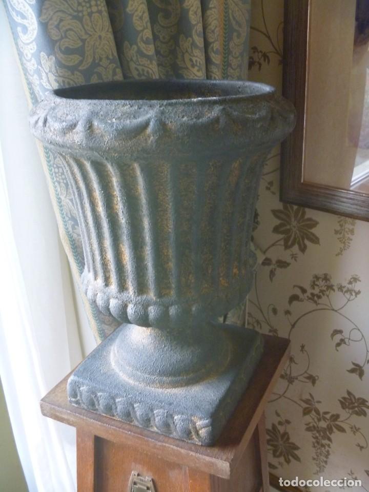 Antigüedades: ANTIGUO MACETERO URNA HIERRO ESTILO COPA MEDICI PRECIOSA PATINA IDEAL DECORACIÓN - Foto 13 - 252608650