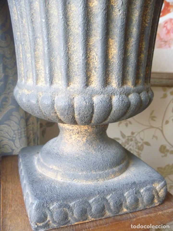 Antigüedades: ANTIGUO MACETERO URNA HIERRO ESTILO COPA MEDICI PRECIOSA PATINA IDEAL DECORACIÓN - Foto 14 - 252608650