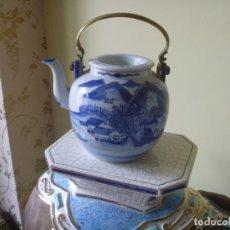 Antigüedades: CAFETERA CHINA TETERA ANTIGUA SIGLO XIX PAISAJE TONO AZUL. Lote 252639875