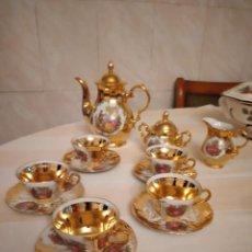 Antigüedades: PRECIOSO JUEGO DE CAFÉ DE PORCELANA KLEIBER BAVARIA W. GERMANY, IMAGEN ROMÁNTICA Y ORO. Lote 252694575