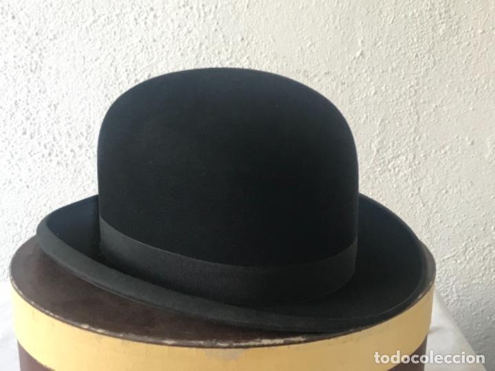 ELEGANTE SOBRERO BOMBÍN EN SU CAJA ORIGINAL. RIUS BARCELONA 1920'S. (Antigüedades - Moda - Sombreros Antiguos)
