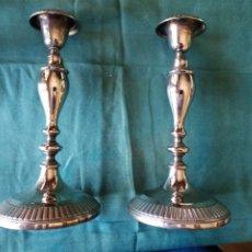 Antigüedades: PAREJA DE CANDELABROS. Lote 252792460