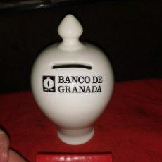 Antigüedades: HUCHA DE LOZA Y CERILLAS BANCO DE GRANADA.AÑOS 60-70. Lote 252851980