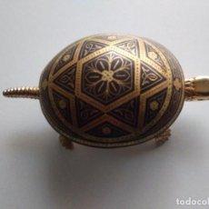 Antigüedades: TORTUGA TIMBRE DESMASQUINADO TOLEDANO. Lote 252913600