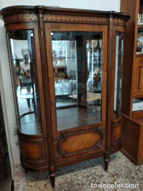 Antigüedades: Extraordinaria vitrina de cristal curvo con decoraciones en bronce y marqueteria,estilo napoleón. - Foto 4 - 252955670