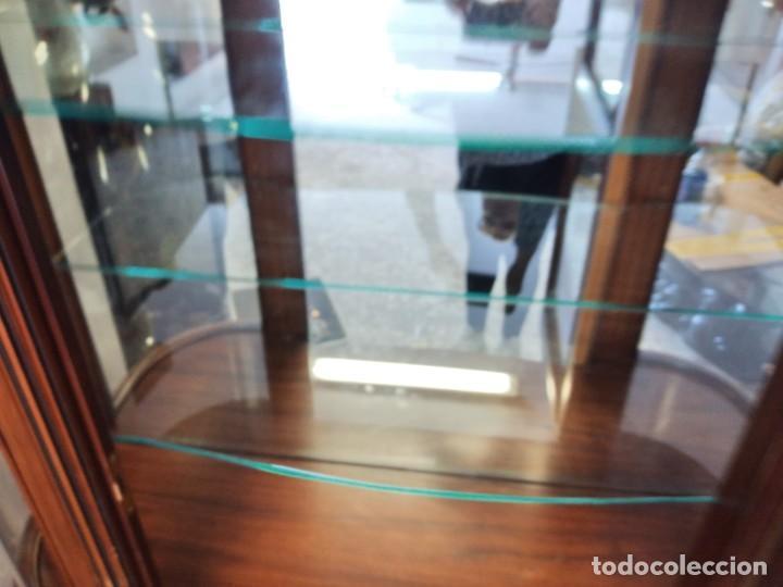 Antigüedades: Extraordinaria vitrina de cristal curvo con decoraciones en bronce y marqueteria,estilo napoleón. - Foto 18 - 252955670