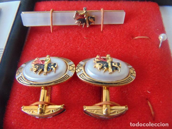 Antigüedades: PAREJA DE GEMELOS Y PISACORBATAS DE TOROS TOREROS , TEMAS TAURINOS TAUROMAQUIA - Foto 2 - 253030100