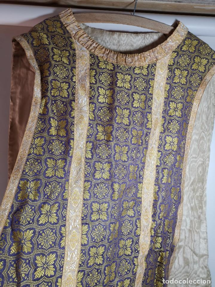Antigüedades: ANTIGUA CASULLA BROCADO LITURGICO MODELO GUITARRA SEDA ADAMASCADA---VIOLETA-AZUL - Foto 44 - 253092400