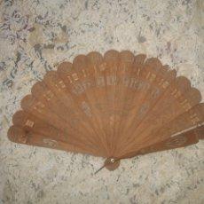 Antiquités: ABANICO DE BARAJA 1860 APROX... EN MADERA DE SÁNDALO. Lote 253255785