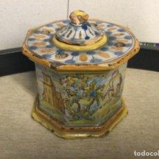Antiguidades: TINTERO CERAMICA TALAVERA - ESMALTADA - MUY ANTIGUA , RECUPERADA DE UN ESCRITORIO DE UN NOTARIO. Lote 253271555
