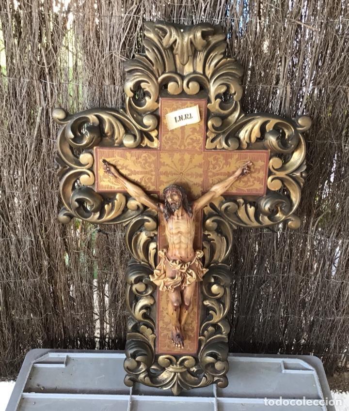 ANTIGUO CRUCIFIJO - CRUZ TIPO CORNOCOPIA ESTUCO POLICROMADO - TALLERES DE OLOT (Antigüedades - Religiosas - Crucifijos Antiguos)