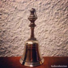 Antigüedades: CAMPANA DE SERVICIO HACIA 1900 COMPRADA EN FRANCIA 8.5CM ALTO X 4 CM DE BASE. Lote 253307975