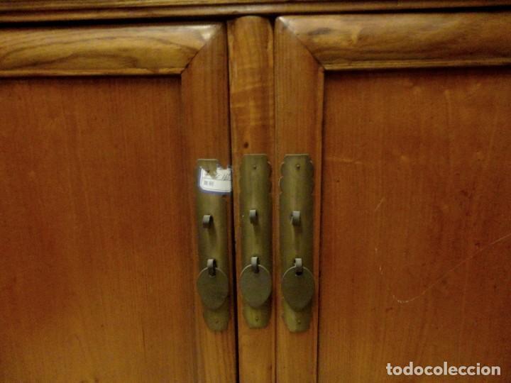 Antigüedades: Aparador bajo chino antiguo realizado en madera de olmo - Foto 6 - 253315350
