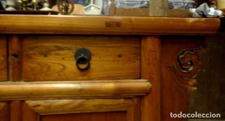 Antigüedades: Aparador bajo chino antiguo realizado en madera de olmo - Foto 7 - 253315350
