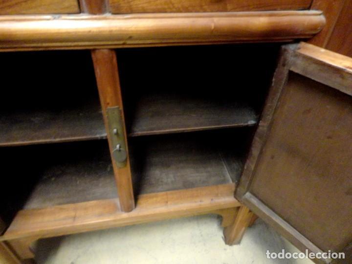 Antigüedades: Aparador bajo chino antiguo realizado en madera de olmo - Foto 11 - 253315350