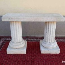 Antigüedades: ALTAR CON COLUMNAS JÓNICAS. MESA DE ALTAR ANTIGUA PIEDRA.. Lote 253325800