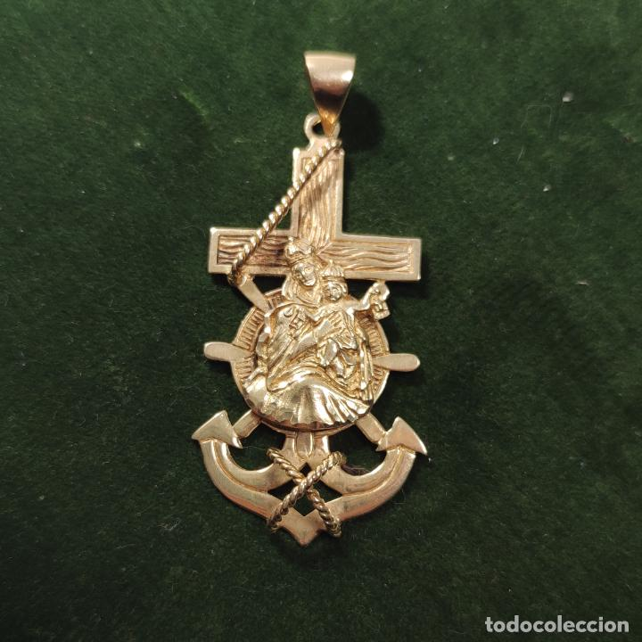 Antigüedades: Bella y pesada medalla de oro de 18k. marinera. Virgen del Carmen con ancla y timón. 15 gramos. - Foto 2 - 253360120