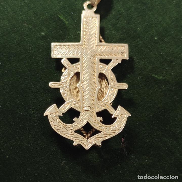 Antigüedades: Bella y pesada medalla de oro de 18k. marinera. Virgen del Carmen con ancla y timón. 15 gramos. - Foto 4 - 253360120