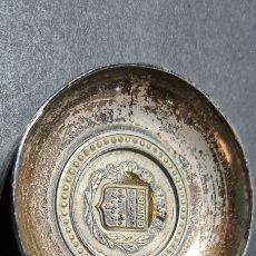 Antigüedades: CURIOSO PLATO PLATEADO DE RECUERDO DE ESTAING. FRANCIA.. Lote 253426220